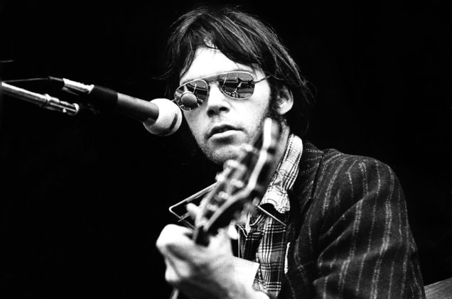 neil-young-1970s-billboard-1548
